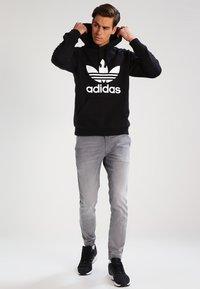 adidas Originals - TREFOIL  - Sweat à capuche - black - 1