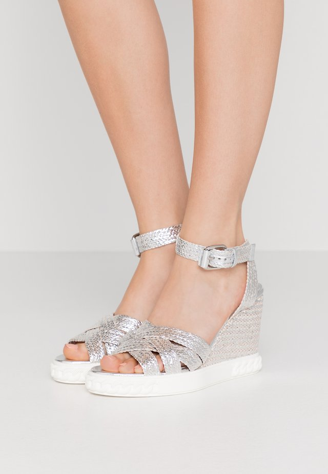 Sandały na obcasie - argento