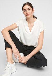 s.Oliver - KURZARM - Print T-shirt - off-white - 3