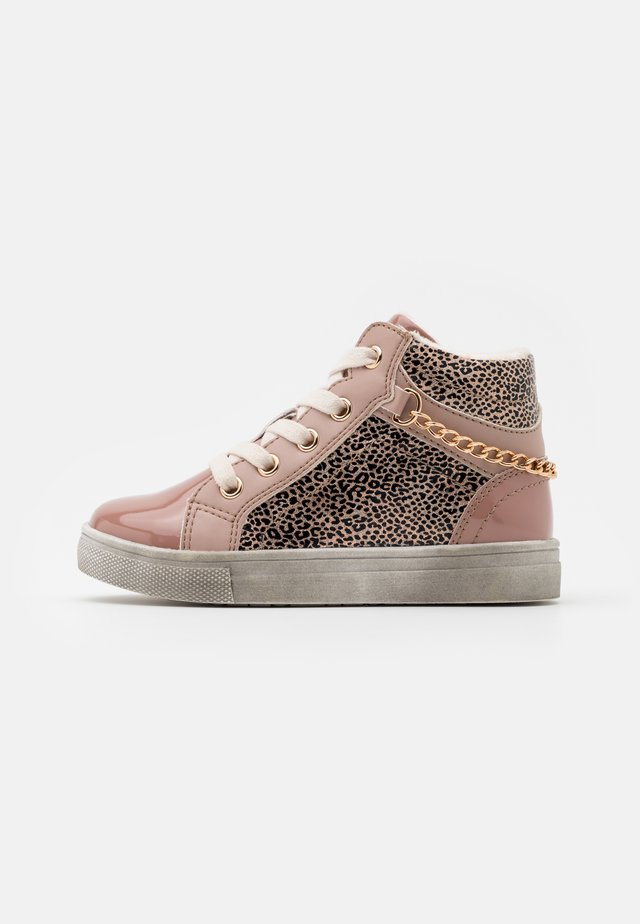 High-top trainers - pink