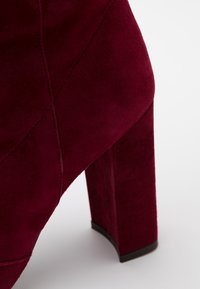 L'Autre Chose - BOOT - Stivali con i tacchi - burgundy - 4