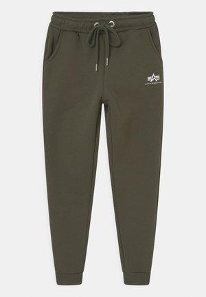 BASIC - Teplákové kalhoty - dark olive