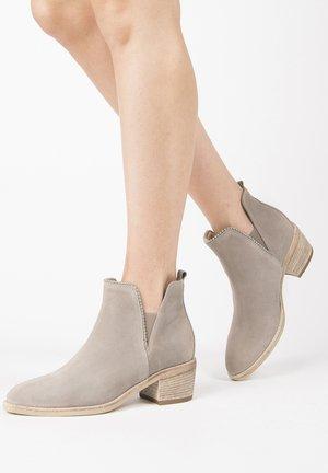 Kotníkové boty - creta