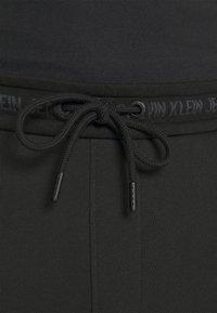 Calvin Klein Jeans - LOGO PANT - Pantaloni sportivi - black - 3