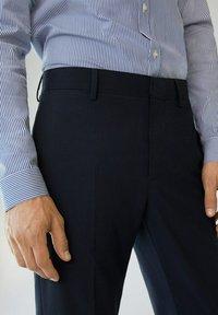 Mango - PAULO - Pantaloni eleganti - dunkles marineblau - 4