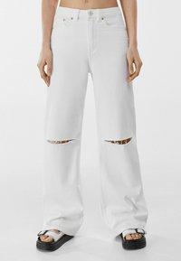Bershka - Flared jeans - white - 0