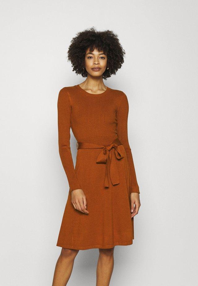 Neulemekko - brown