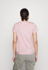 Nike Sportswear - TEE CREW - Jednoduché triko - light pink - 2
