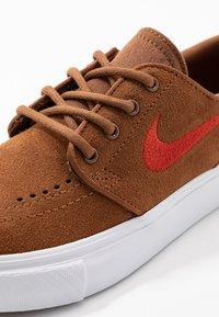 Nike SB - STEFAN JANOSKI - Trainers - light british tan/mystic red/white/light brown - 2
