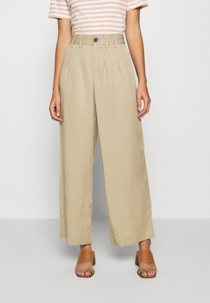 WIDE LEG PLEATED PANT - Trousers - light sand dune