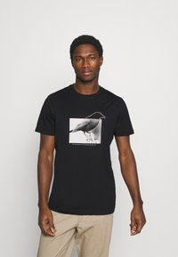 Selected Homme - SLHREGTOMMY O NECK TEE - T-shirt med print - black - 0