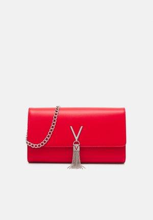 DIVINA - Across body bag - rosso
