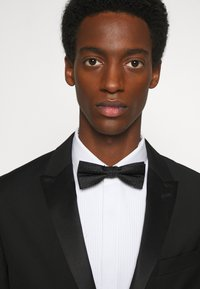 Calvin Klein - DOT BOWTIE - Motýlek - black - 0