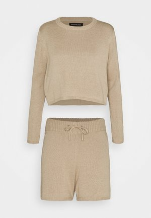 JUMPER SHORT SET - Svetr - camel
