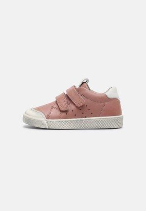 ROSARIO - Sneakers laag - pink