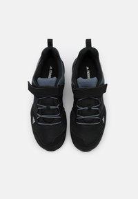 adidas Performance - TERREX AX2R UNISEX - Trekingové boty - core black/onix - 3