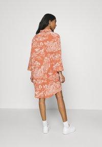 Monki - MOA RAGLAN SHIRTDRESS - Shirt dress - coralle - 2