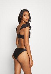 Missguided - FRILL STRAP AND HIGH LEG BOTTOMS SET - Bikini - black - 2