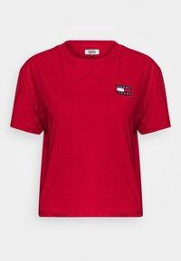BADGE TEE - T-shirt basic - deep crimson