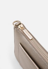 PARFOIS - CROSSBODY BAG FAME - Across body bag - silver - 5
