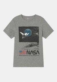 Name it - NKMNASA OBERT - Print T-shirt - grey melange - 0