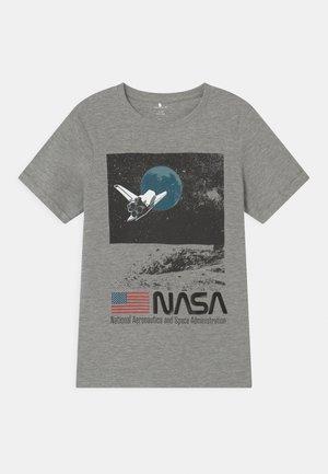 NKMNASA OBERT - Print T-shirt - grey melange