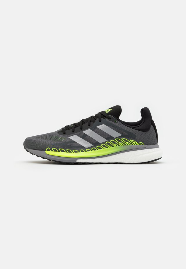 SOLAR GLIDE BOOST RUNNING SHOES - Zapatillas de running neutras - grey five/silver metallic/signal green