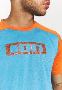 ION - TEE TRAZE - Print T-shirt - inside blue - 4