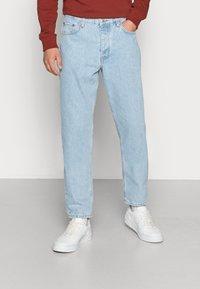 Weekday - BARREL CROPPED TROUSER - Jeans straight leg - splendid blue - 0