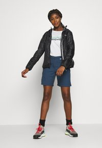 Regatta - CHASKA SHORT - Shorts - dark denim - 1
