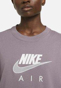 Nike Sportswear - AIR  - T-shirt print - purple smoke/white - 3