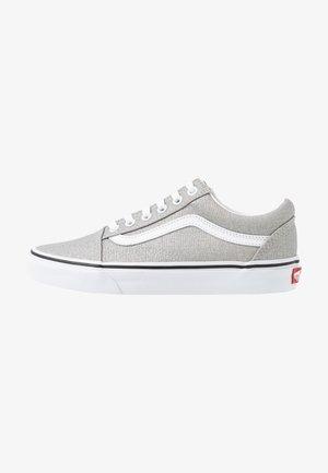 OLD SKOOL - Sneakers - silver/true white