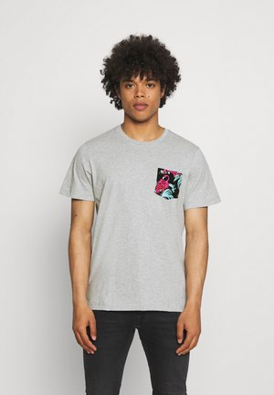 CONTRAST POCKET TEE - T-shirt con stampa - grey