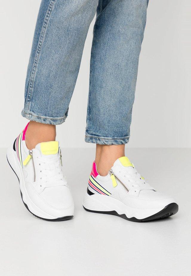 Sneaker low - weiss/neon