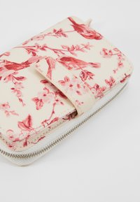 Cath Kidston - FOLDED ZIP WALLET - Geldbörse - warm cream - 2