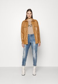 Herrlicher - SHYRA CROPPED STRETCH - Relaxed fit jeans - blend destroy - 1