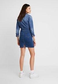 Zalando Essentials - DENIM SKIRT PENCIL - A-line skirt - blue denim - 2