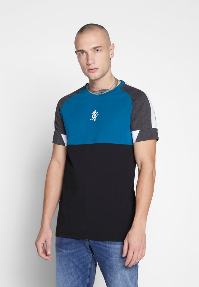 LOMBARDI PLUS - Camiseta estampada - black/charcoal marl/ink blue