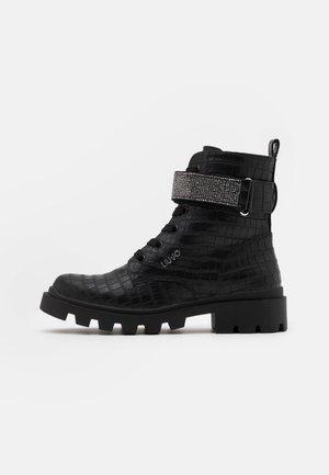 DEBBIE - Šněrovací kotníkové boty - black