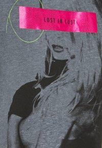 Guess - ANDINA  - Print T-shirt - jet black - 5