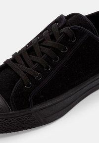 US Rubber Company - MILTARY LOW TOP - Trainers - black - 5