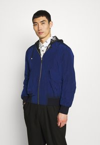 Paul Smith - GENTS HOODED JACKET ALLOVER PRINT - Giacca leggera - black - 2