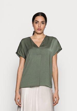 RINDA - Basic T-shirt - beetle green