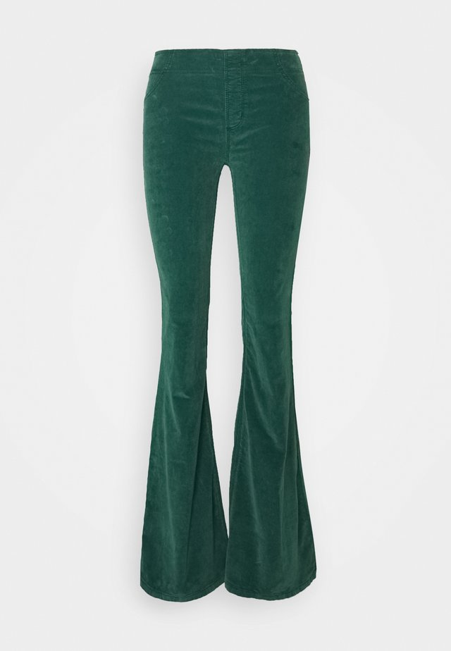 PULL ON FLARE - Pantalon classique - pine needle