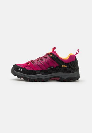 KIDS RIGEL LOW SHOE WP UNISEX - Hiking shoes - bouganville/goji
