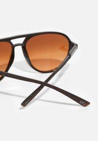 Dolce&Gabbana - Solglasögon - transparent tobacco - 4