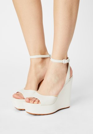 VERLY - Sandály na platformě - white