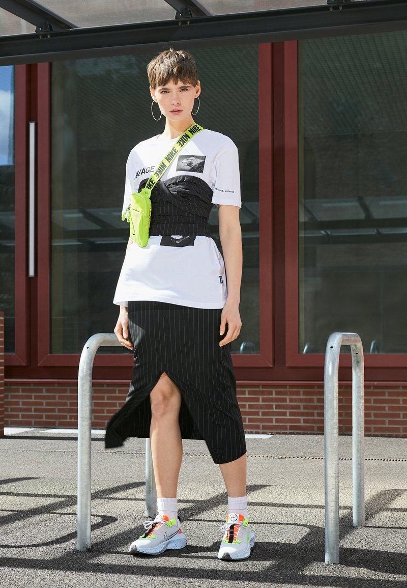 Nike Sportswear - CRATER IMPACT - Trainers - football grey/volt/hyper crimson/black/summit white/chambray blue