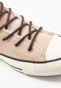 Converse - CHUCK TAYLOR ALL STAR - Korkeavartiset tennarit - light bisque/egret/black - 2