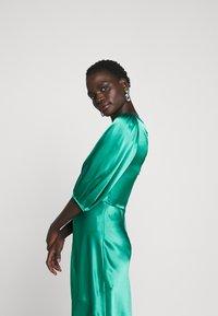 Allen Schwartz - LOUISE DEEP V DRESS HEM - Cocktail dress / Party dress - jade - 5